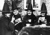 bampw-black-and-white-gossip-hat-old-old-photo-favim-com-41089