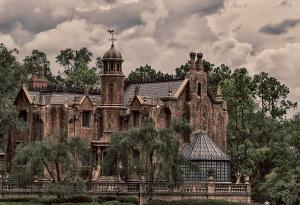 haunted-mansion-nicholas-evans